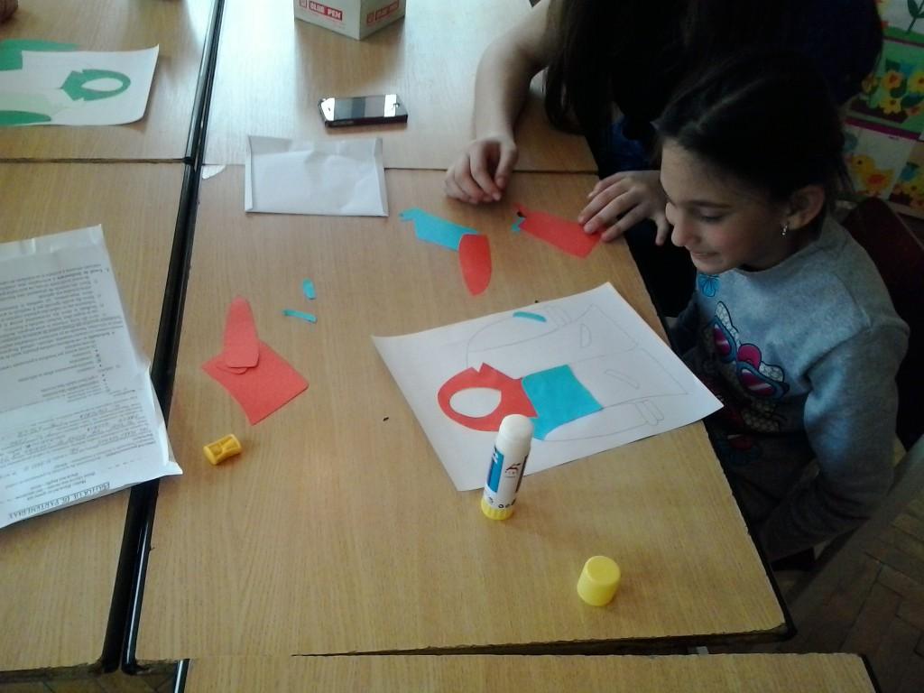 """""""Haina"""" - colaj; cl I. Activitatea face parte din proiectul educativ: """"Ne pregatim pentru viata"""""""