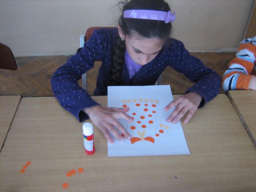 """""""Rochiţa"""" - colaj; cl.I. Activitatea face parte din proiectul educativ: """"Ne pregatim pentru viata"""""""